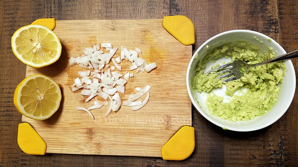 Cheese guacamole sandwich preparation