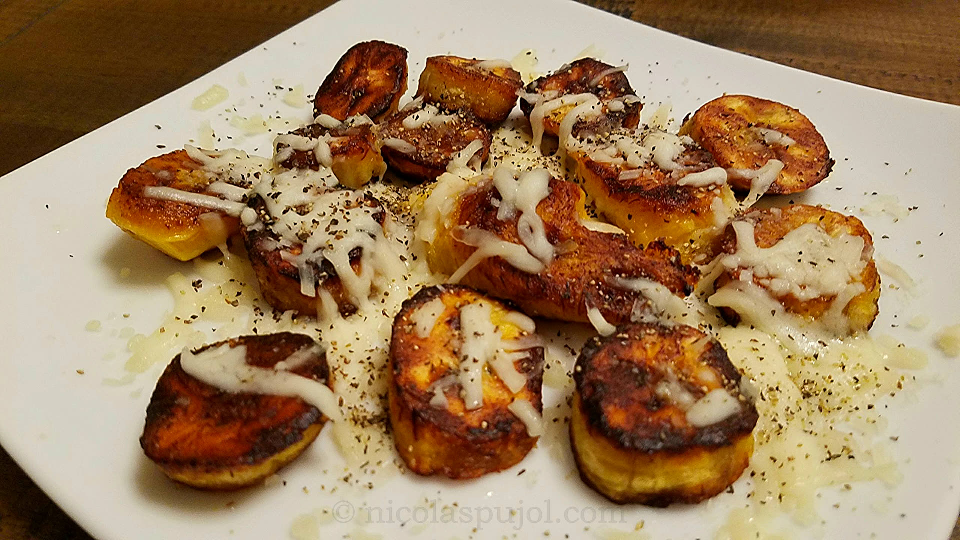 Fried plantains with mozzarella cheese and ground pepper