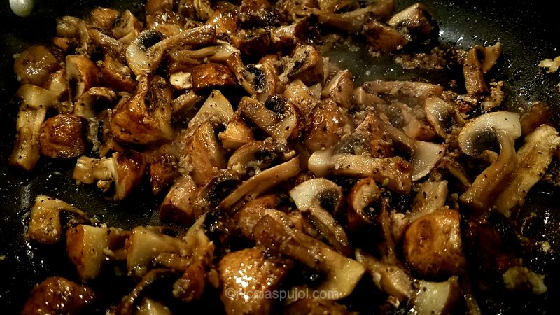 Cooked mushrooms in avocado oil