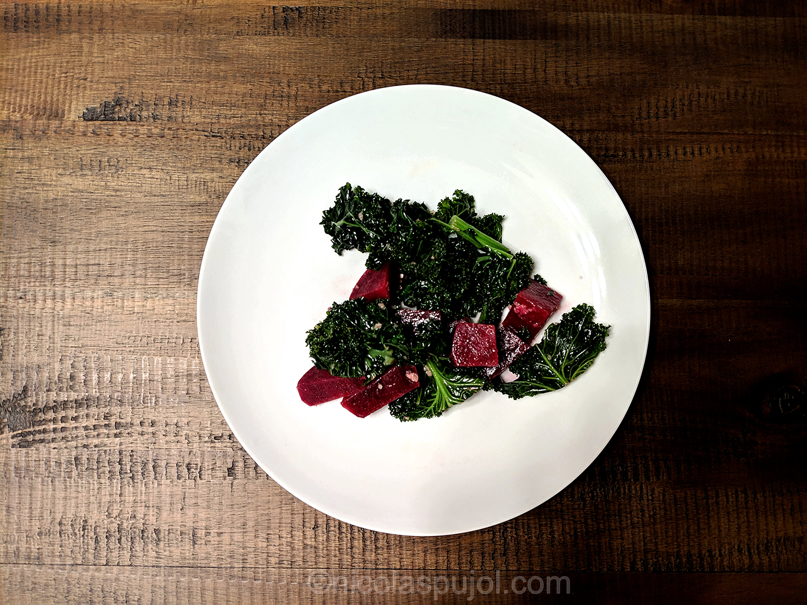 Kale and beet salad in lemon dressing