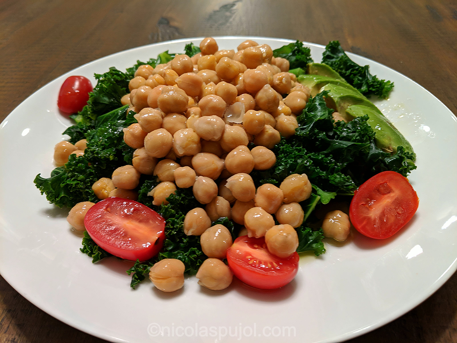 quick kale and chickpeas salad