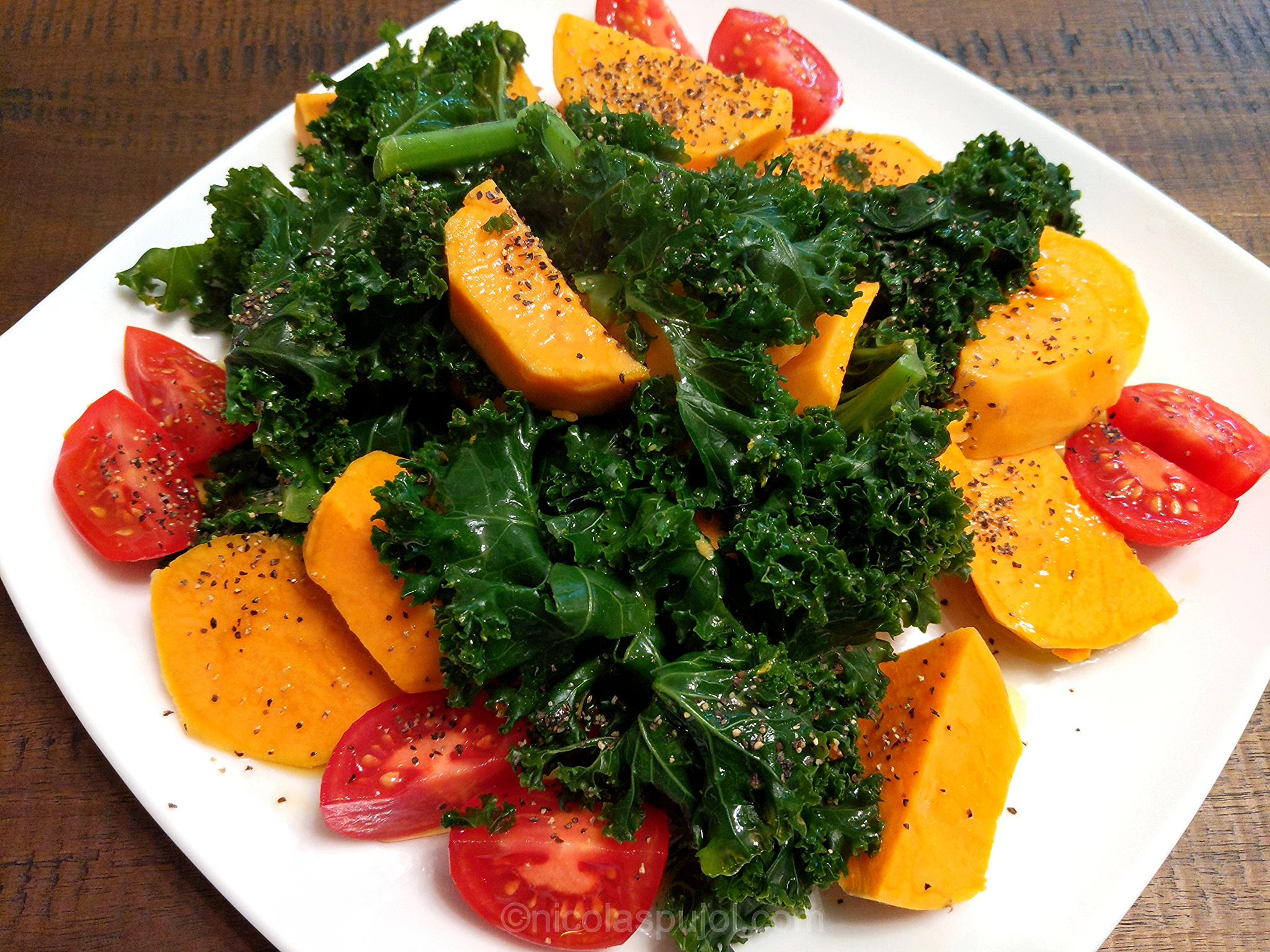 Steamed kale salad with sweet potatoes