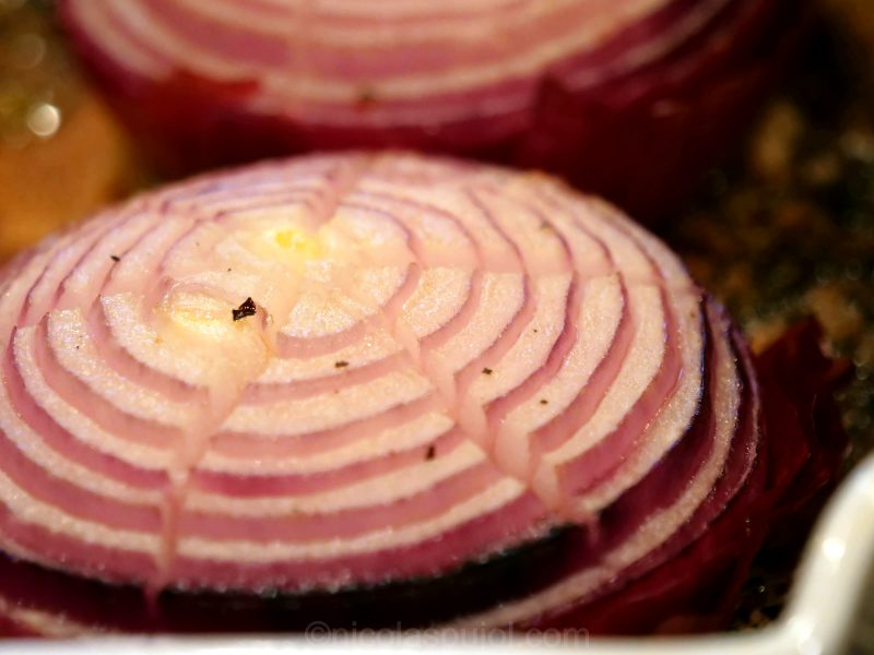 red onion baked in the oven