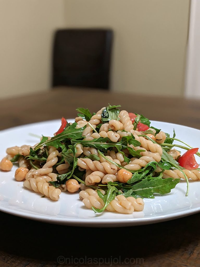 Low-fat pasta salad with garbanzo beans and arugula