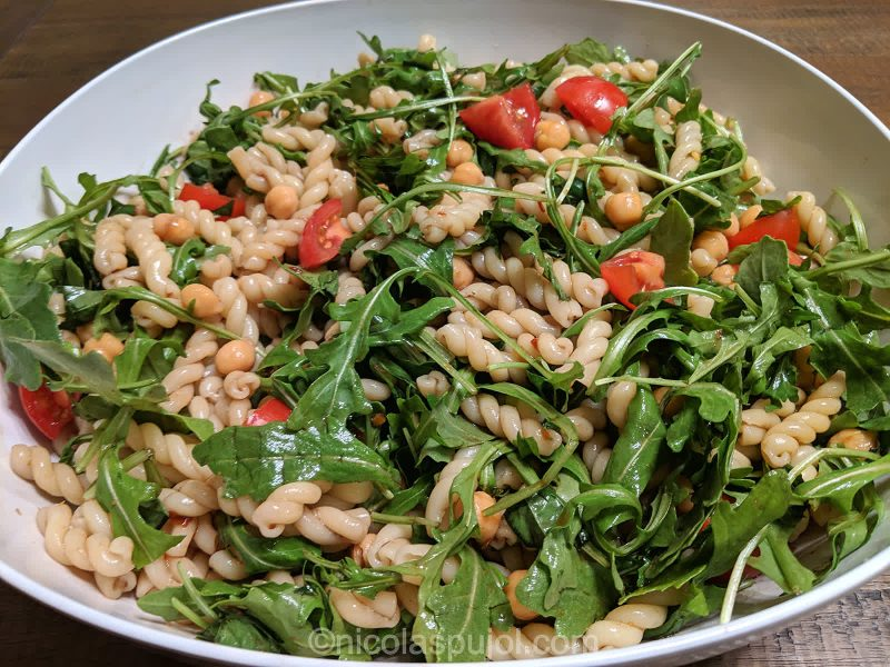 Oil-free pasta salad with arugula and balsamic vinegar