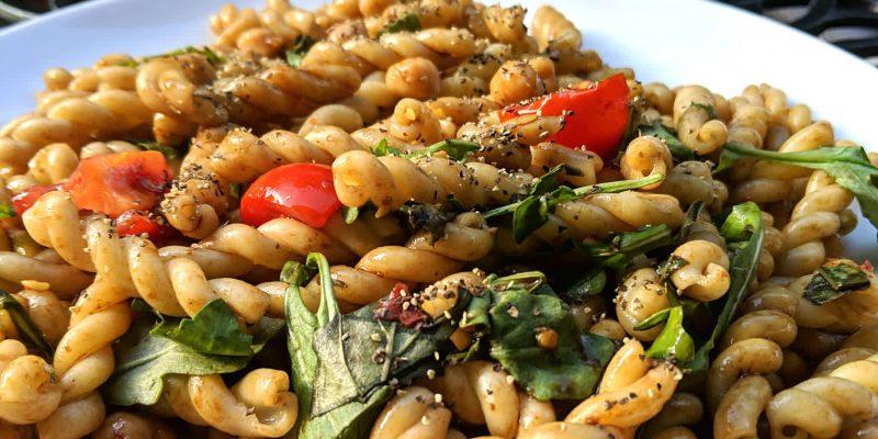 Oil-free pasta salad with arugula tomato and garbanzo beans