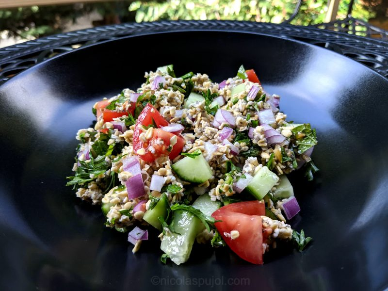 Oil-free tabouli salad using soaked raw oats
