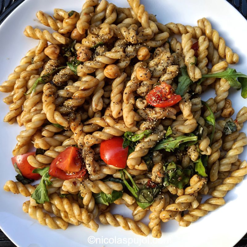 Refreshing pasta salad without added fat