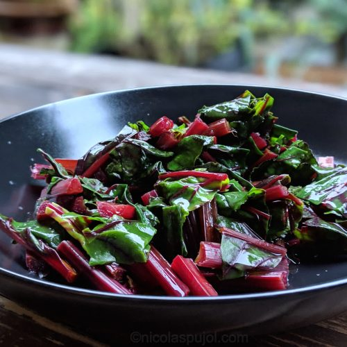 Beet greens salad without oil or salt