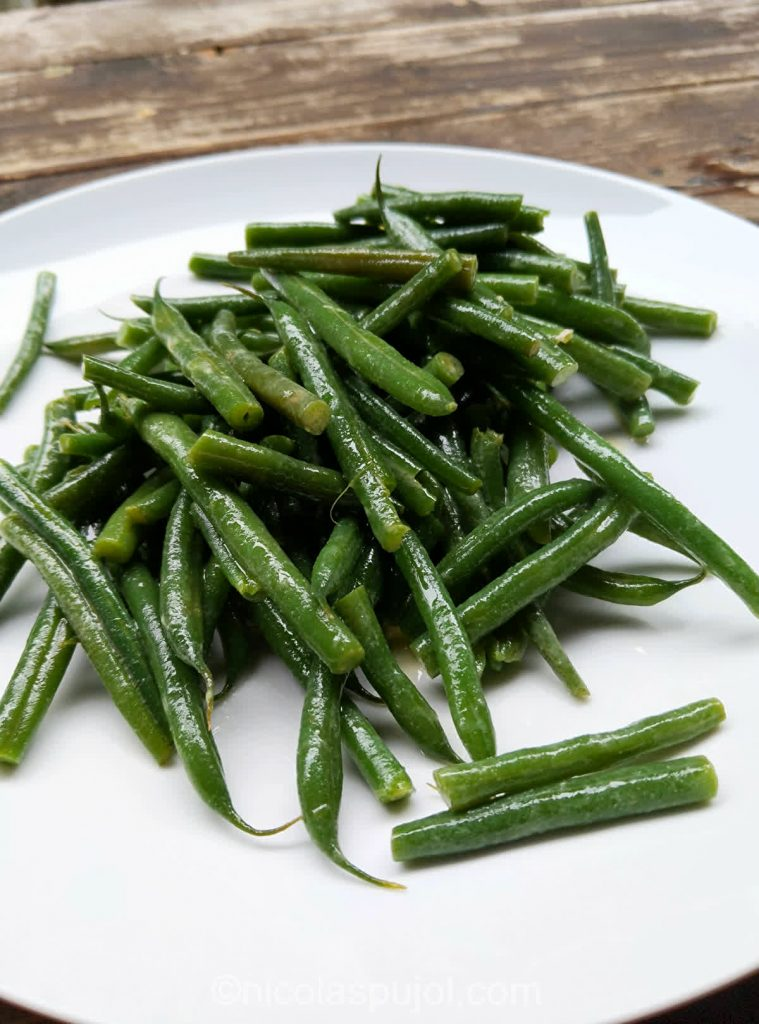 French green beans salad with lemon sauce