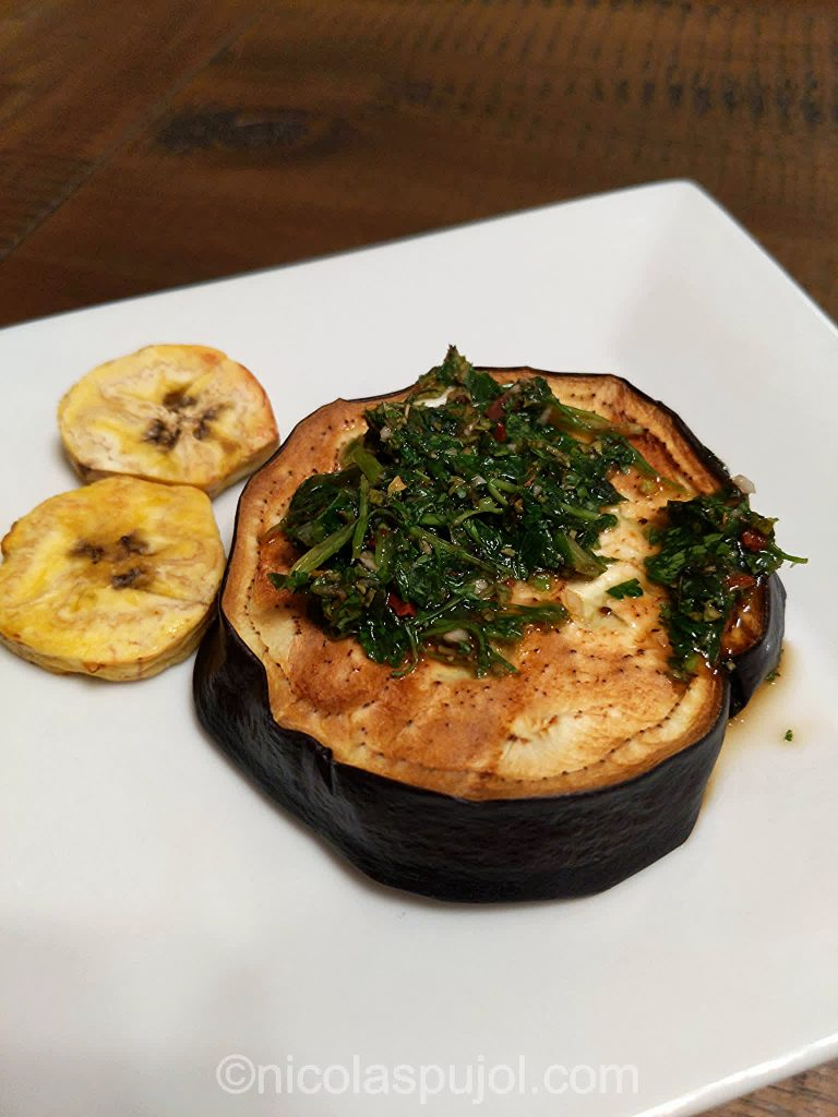 Aubergine and plantain appetizer with chimichurri sauce without oil