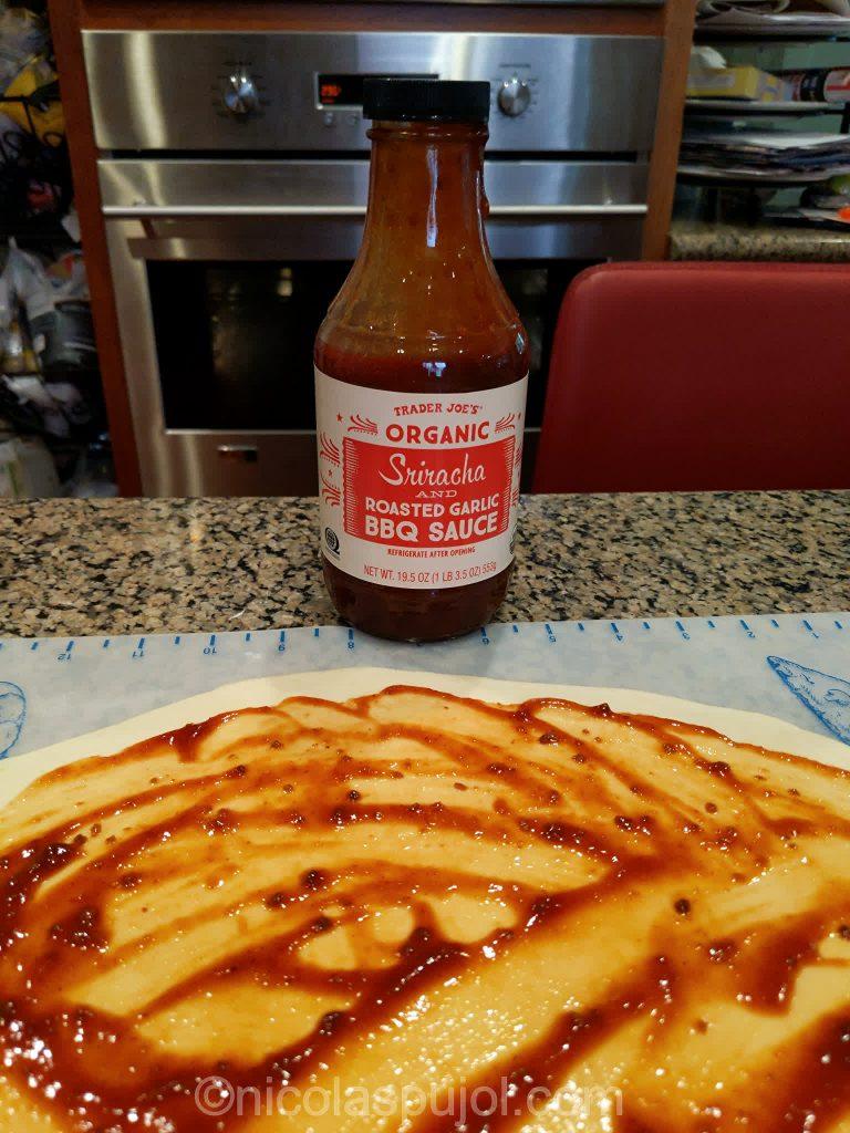 Sriracha garlic sauce for vegan pizza
