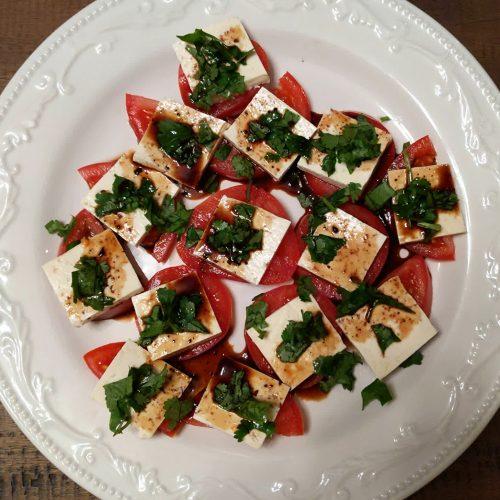 Vegan tomato mozzarella alternative