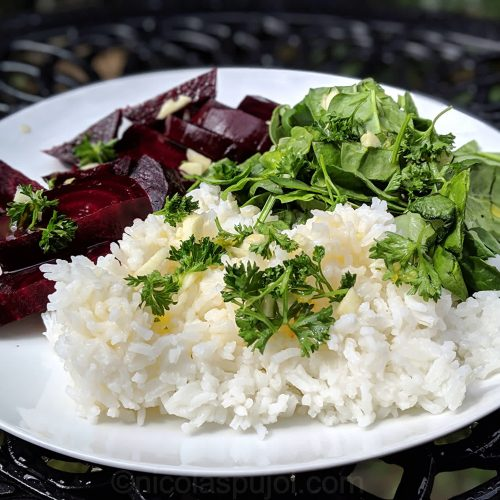 Beet, spinach and rice with oil-free dressing