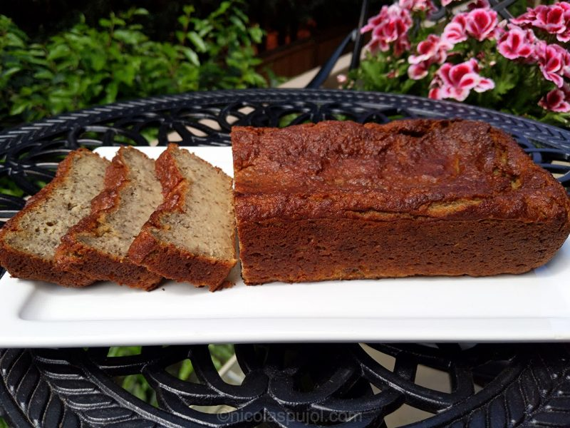 Almond flour banana cake without eggs